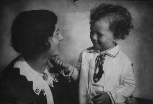1932 With his mother in Sofia