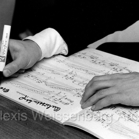 1972 in Japan signing on a score