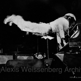 The amazing flying pianist